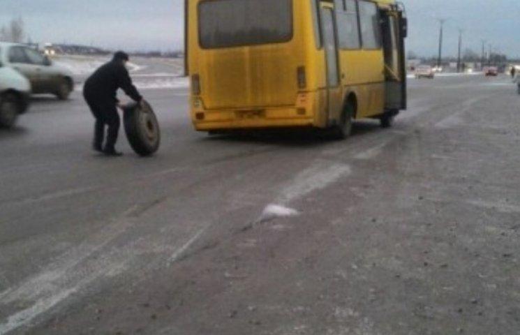 Роздовбані маршрутки спонукають миколаївців пересідати на велосипеди
