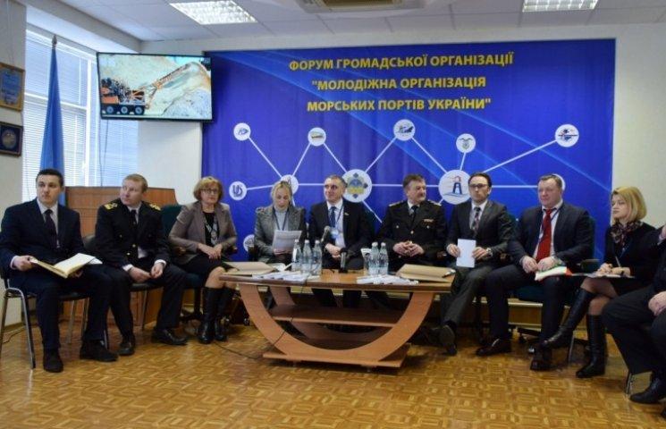 У Миколаєві молоді портовики відписали Меморандум про співпрацю з молодіжною колегією