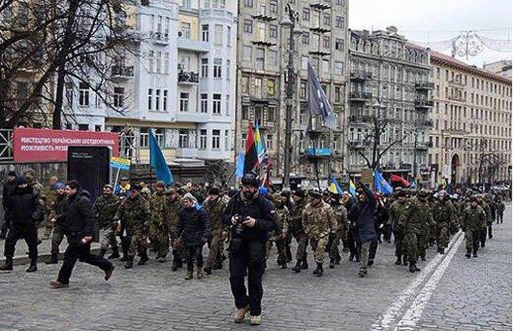 Друга річниця Майдану: Як кидали каміння в вікна російських банків та офісу Ахметова