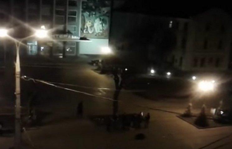 """На вінницькому Майдані в річницю розстрілу Небесної Сотні влаштували """"дикі танці"""""""