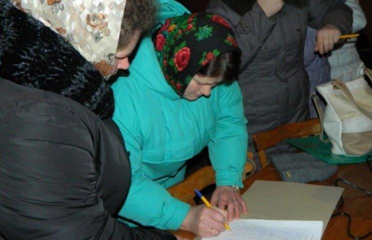 """250 односельців арештованого """"копа"""" Олійника вимагають його звільнення"""