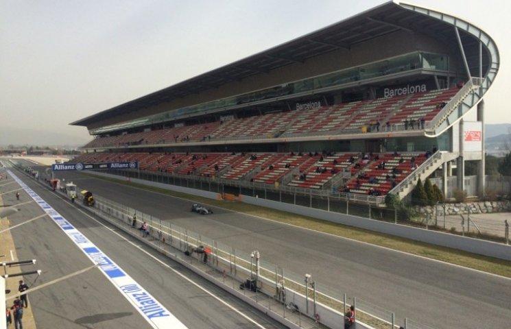 Як у Барселоні боліди Формули-1 тестували