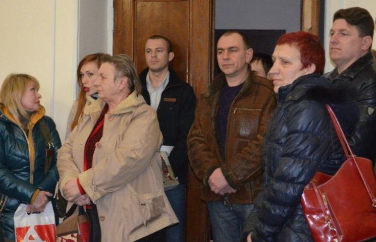 Миколаївці, в яких хочуть відсудити землю військові, заявили, що їхнє питання штучно затягують