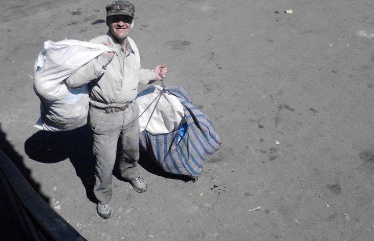 Забуту бомжами валізу жителька Сумщини прийняла за вибухівку