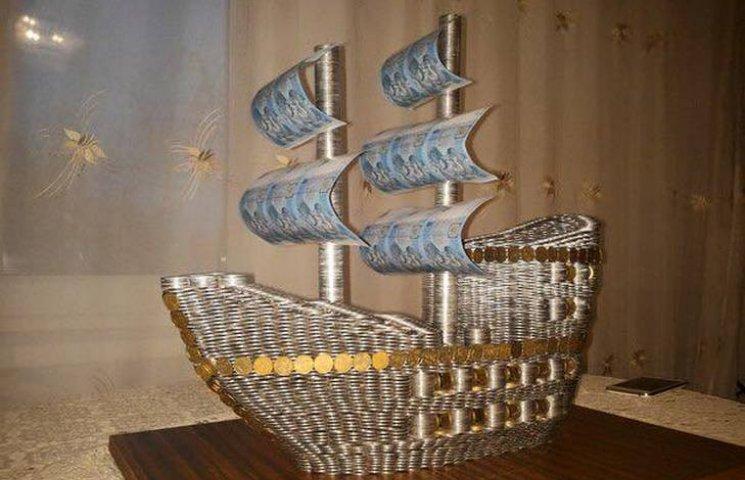 Тернополянин змайстрував 20-кілограмового корабля... з монет