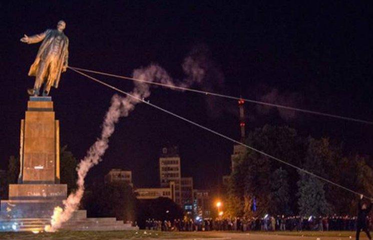 Кернес знесе постамент найбільшому Леніну України у 2016 році