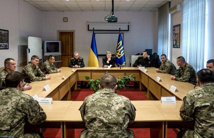 Порошенко розповів Муженку та Полтораку, як підвищити ефективність армії