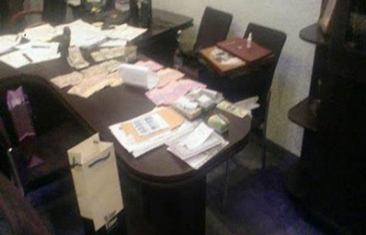 СБУ повідомила перші результати масштабної спецоперації в Тернополі - гроші, гранати і набої