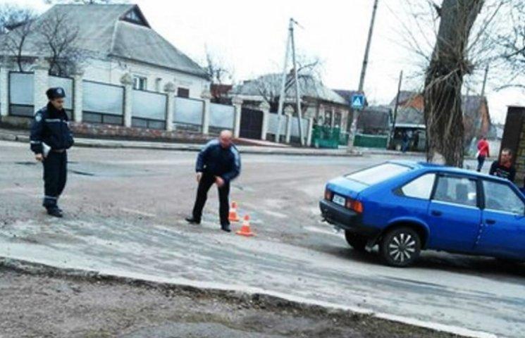 На Миколаївщині другокласник потрапив під колеса автомобіля
