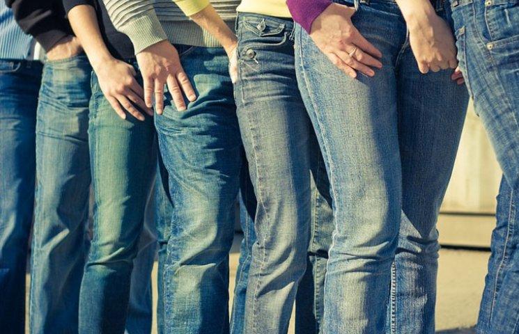 Еволюція джинсів: від хіпових кльошів до…