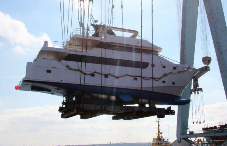 У Миколаєві спустили на воду унікальну експедиційну яхту