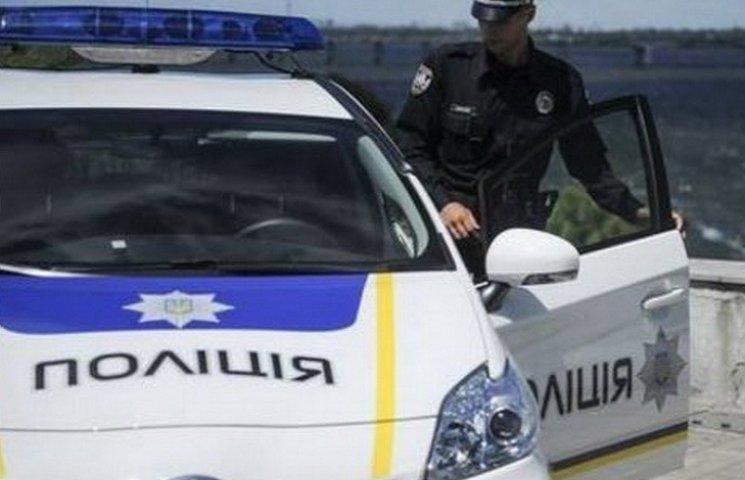 """У дніпропетровській поліції звільнюють """"борзих"""" патрульних і розлучають закоханих"""