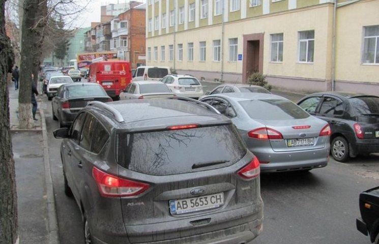 В центрі Вінниці через фуру 40 хвилин стояв рух транспорту
