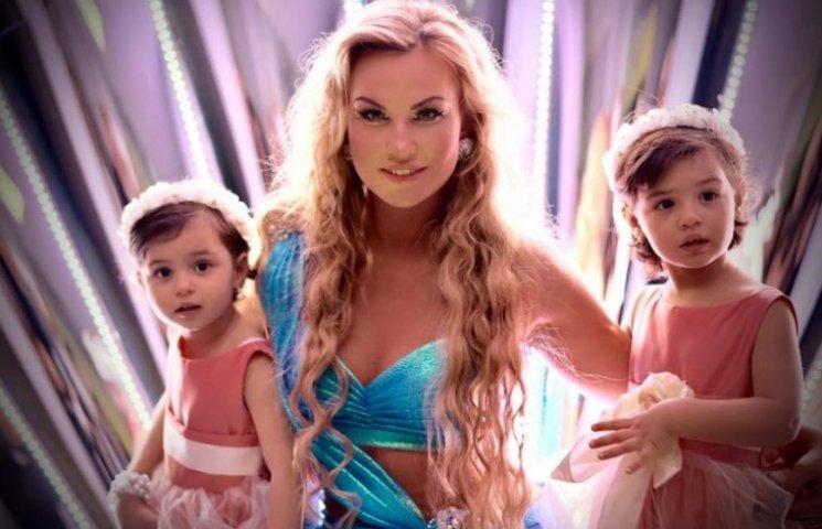YUNA-2016: Камалия стала богиней и показала своих близняшек