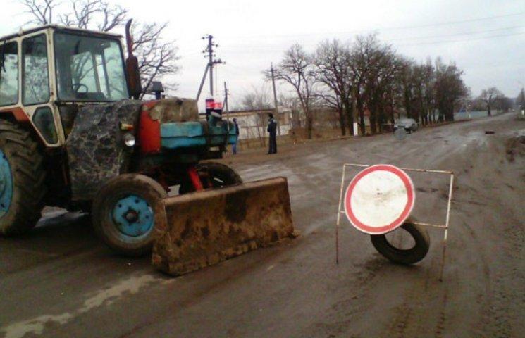 На Миколаївщині дорогу на Кривий Ріг знову перегородили екскаватором