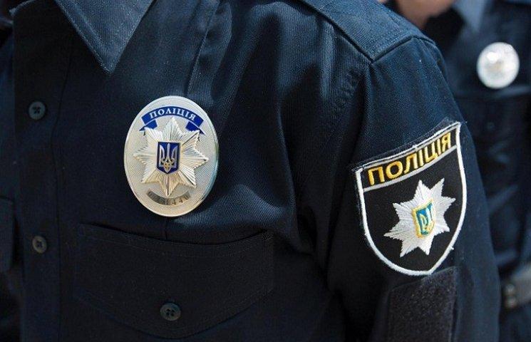 """Бершадчани скликають мітинг на захист """"копа"""" Олійника"""
