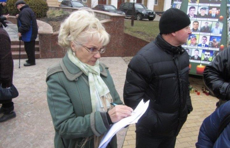 У Вінниці близько сотні активістів зібрали підписи за відставку Шевцова