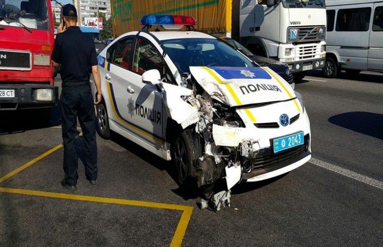 У Львові у ДТП пошкоджено 18 поліцейських авто