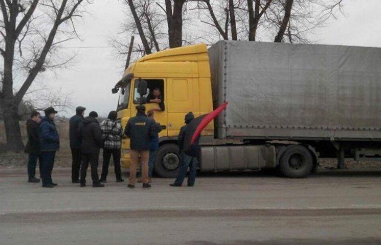 Російська фура прорвалась крізь блокаду на Сумщині