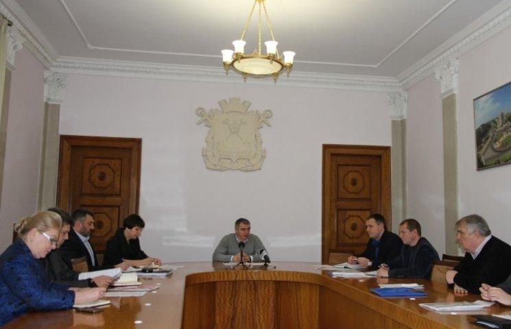 Миколаївська влада обіцяє закрити центр містя для вантажівок