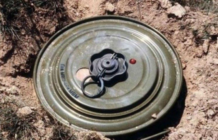 Подрыв на фугасе: 1 боец погиб и еще один попал в плен боевиков