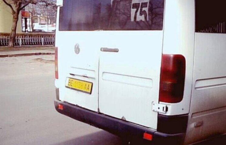 Миколаївські маршрутчики все ще вимагають від школярів учнівський