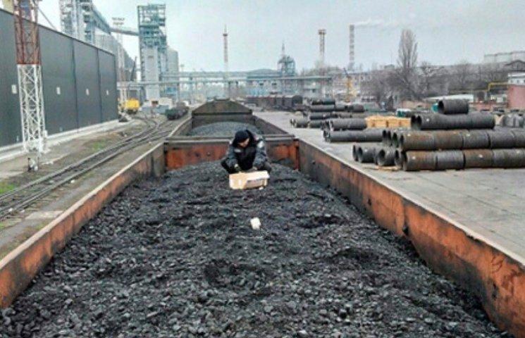 """У Миколаївському морпорту знайшли коробку з """"вибухівкою"""""""