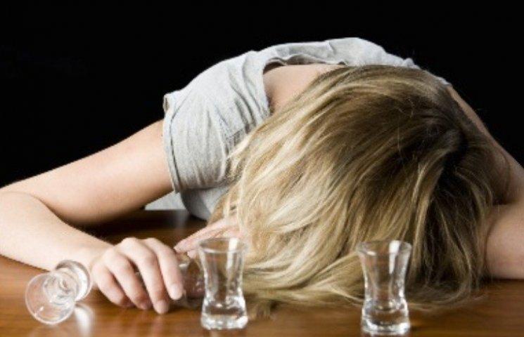 У Миколаєві жінка вирішила перепочити на вечірці та прокинулась від згвалтування