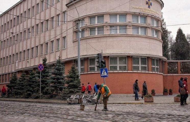 Львівську СБУ від вибуху врятував охоронець-незграба