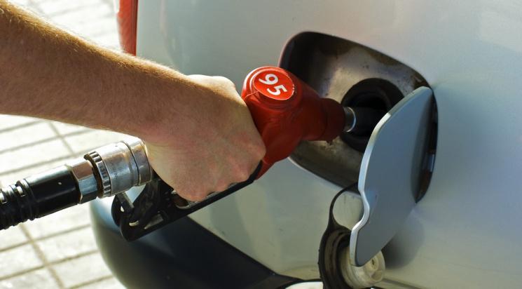 Наастраханских заправках подорожал бензин