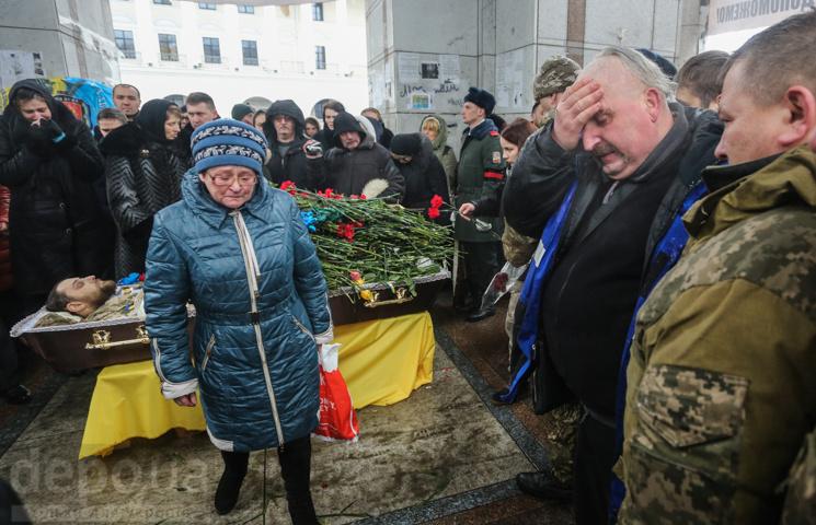 Як у Києві прощалися з викладачем Чернів…