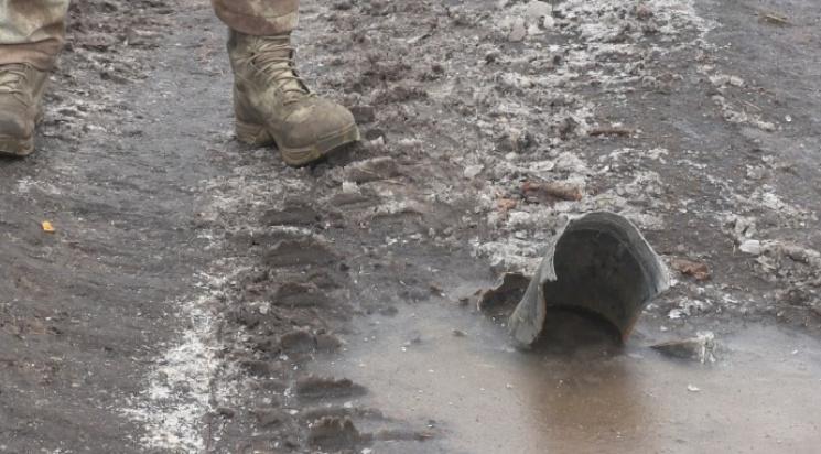 Бойцы под Авдеевкой показали свидетельства использования боевиками нелегального оружия