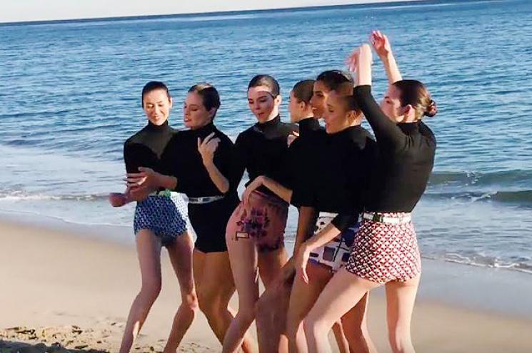 Эшли Грэм при помощи фотошопа удачно «затесалась» вкомпанию худых топ-моделей