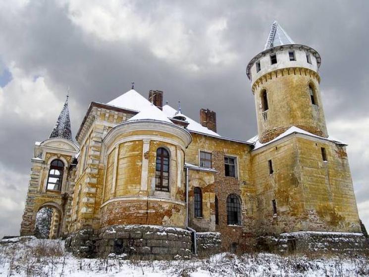 На Прикарпатті є маловідоме село із вражаючої краси палацом