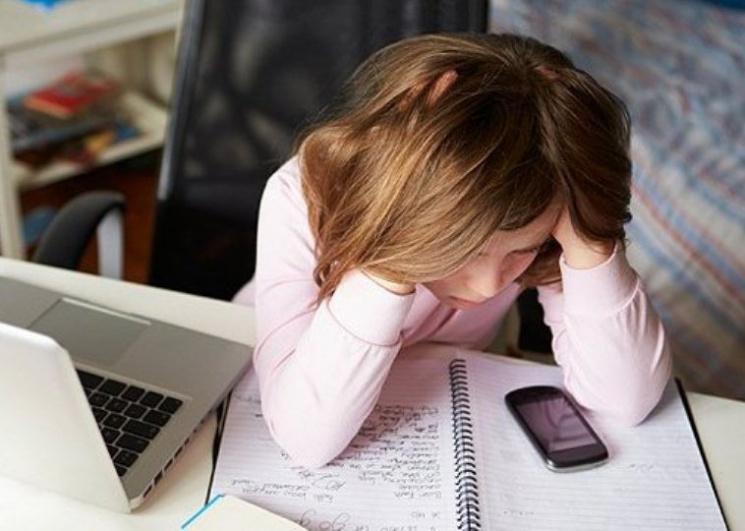Батькам до уваги! Закарпатські школярі стають жертвами соцмереж