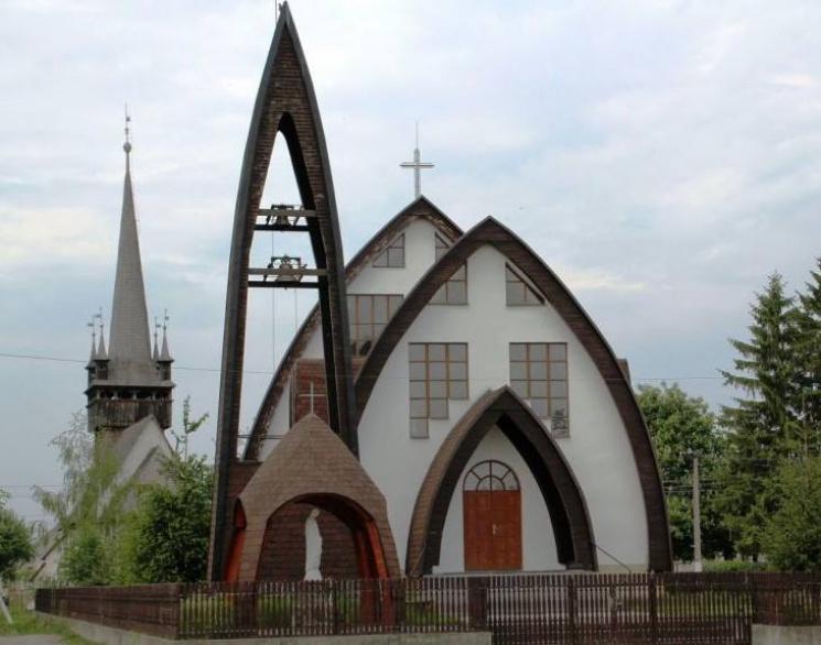 На Закарпатті є церква, схожа і на велетенські яйця, і на індіанський вігвам