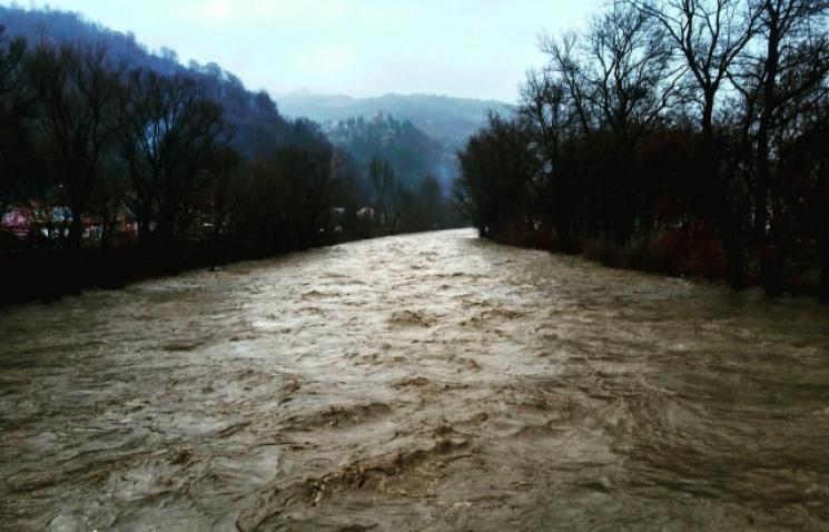 Лютневий паводок на Закарпатті пошкодив берегоукріплень на сім мільйонів гривень