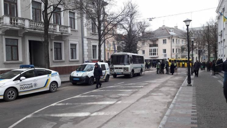 Автобусы с силовиками и перекрытый центр…