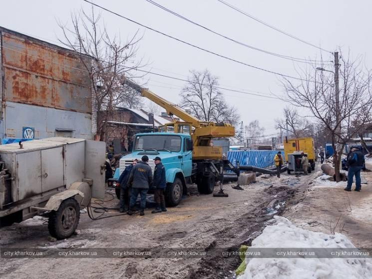 УХаркові через аварію наколекторі під землю провалилася будівля