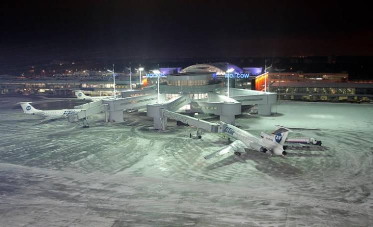 В московских аэропортах из-за сильной ме…