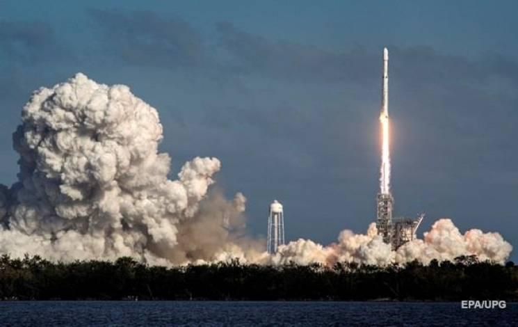 Соцмережі про Falcon Heavy: Глибина дупи за п'ять секунд, і чому на Росії триденний траур