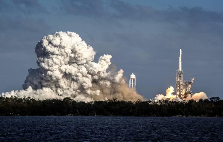 Запуск Falcon Heavy: Чому третій прискорювач впав в Атлантичний океан