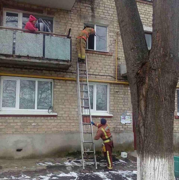 У Першотравенську малюк закрив на балконі рідну матір