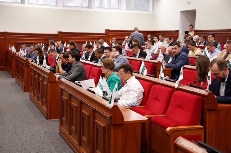 Перша сесія Київради: Як депутати цілувалися та бенефіс Омельченка