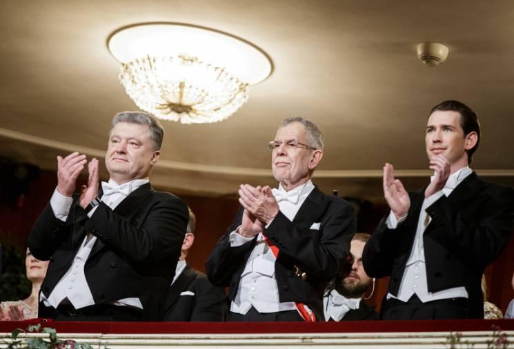 """Голі цицьки, заквітчані ложі і балет: Як Порошенко """"вальсував"""" у Відні (ФОТО)"""