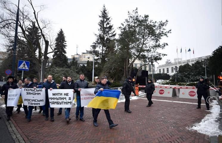 """Клоунада у Варшаві: Навіщо Ляшко повіз """"радикалів"""" ганьбити Україну"""