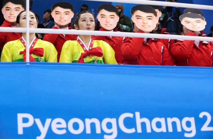 """Як """"епічні"""" вболівальники з КНДР вболівають за свою збірну на Олімпіаді (ФОТОРЕПОРТАЖ)"""