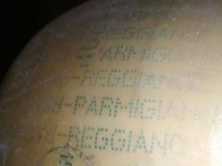 """На Сумщині прикордонники виявили 300 кг """"лівого"""" сиру, який хотіли вивезти до Росії"""