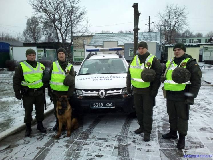 Нацгвардійці і копи у Хмельницькому затримали п'яного та озброєного дебошира
