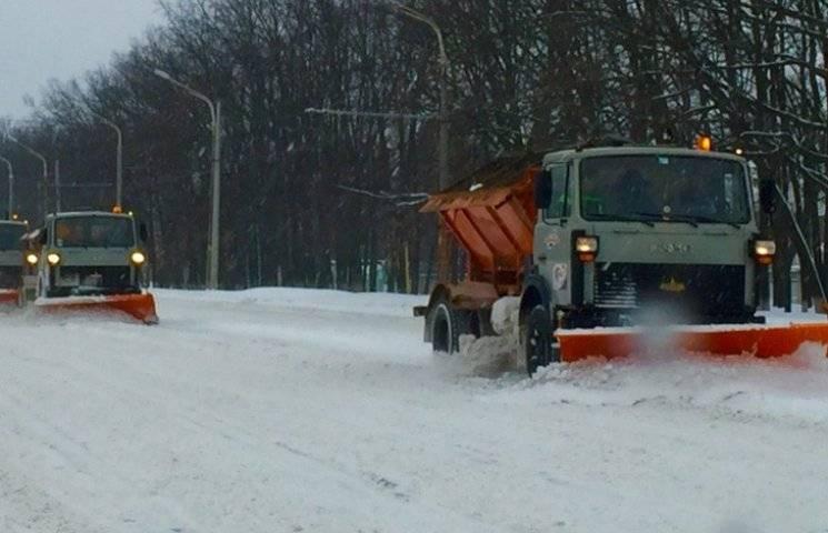 Суми прибирають від снігу 3000 комунальників